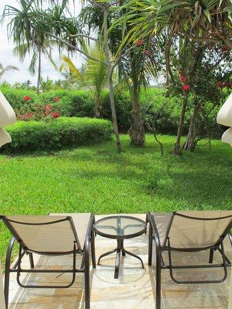 Baraza Resort & Spa : Jardin de notre villa
