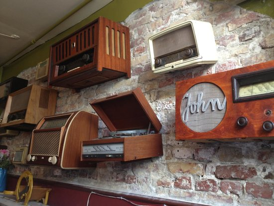 Kalaset: Nice touch of antique stereos