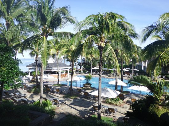 Heritage Le Telfair Golf & Spa Resort: Pool view from Room 608