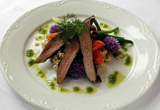 Gloppen Hotell : byggryns risotto og lammefilet