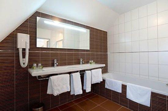 Hostellerie Saint Vincent : Salle de bains