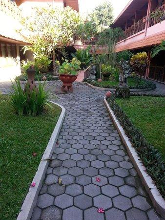 Puri Artha Hotel : Courtyard