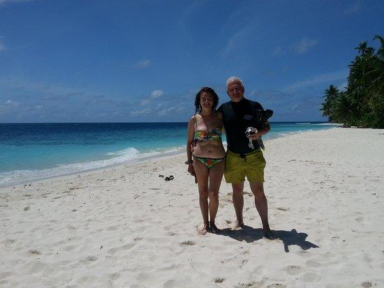 Filitheyo Island Resort: La playa delante de nuestro bungalow