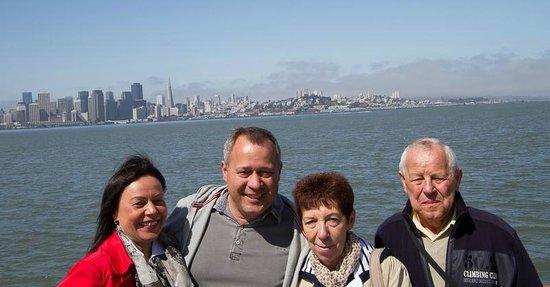 Silver Lion Service - Private Tours : Wir vor der Skyline San Franciscos
