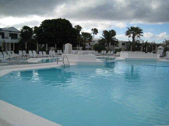 Relaxia Olivina: piscine