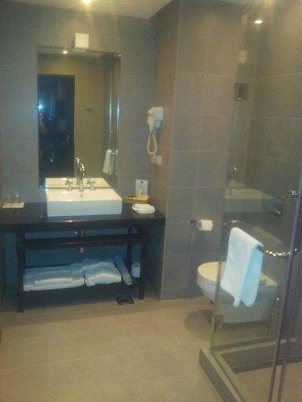 Tufenkian Historic Yerevan Hotel: Room Bathroom
