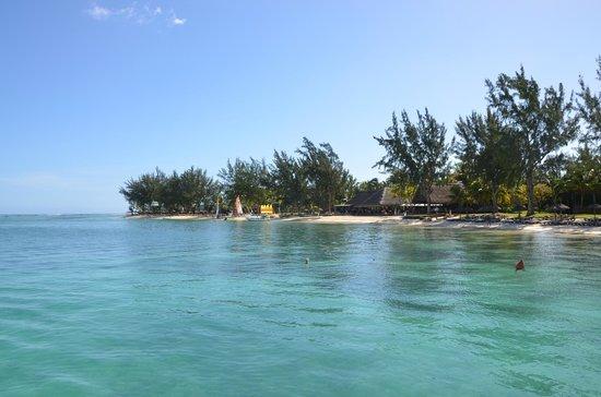 Club Med La Pointe aux Canonniers : La plage vue depuis le ponton de ski nautique