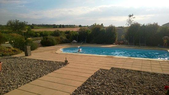 Les Cordelines: Kinder genießen den Pool