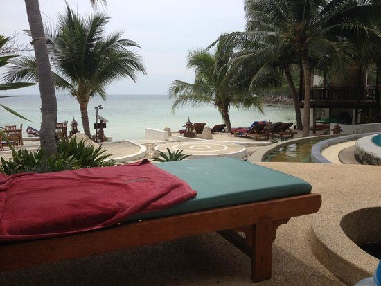 Green Papaya Resort: View from swimmingpool on the beach