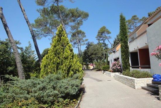 Mercure Brignoles Golf de Barbaroux : The way to the rooms