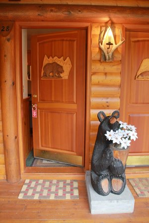 Baker Creek Mountain Resort : Cute bear with flowers!
