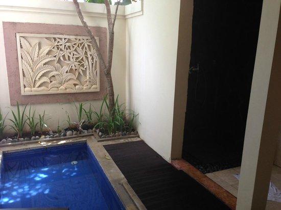 Best Western Kuta Villa: Bali (outdoor) bathroom for the normal room (not villa)
