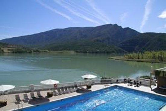 Hotel Terradets: Piscina con vistas al Montsec