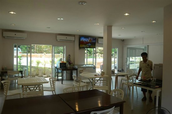 The Farm House Hotel Ranong: breakfast area @ the Farm House