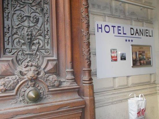 Danieli Hotel : вход в отель