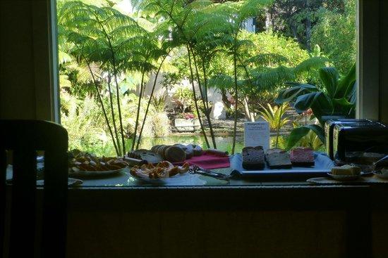 Chalet Kilauea: Frühstücksbuffet mit Blick in den Regenwald
