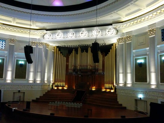 City Hall: Auditorium with its 4300 pipe organ