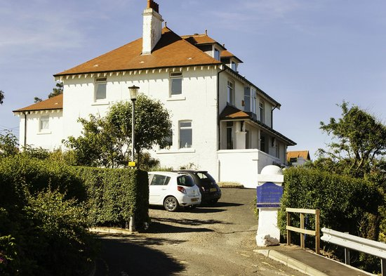 Dunlaverock Guesthouse: Drive up to the house