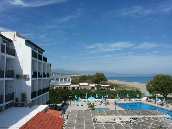 Golden Beach Hotel: Strand