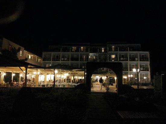 Golden Beach Hotel: Terrasse/Bar