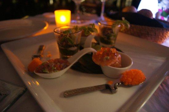 Banyan Tree Phuket : the yucky warm salmon tartar i had for this expensive romantic dinner