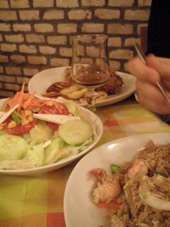 Pollo alla brasa e insalata