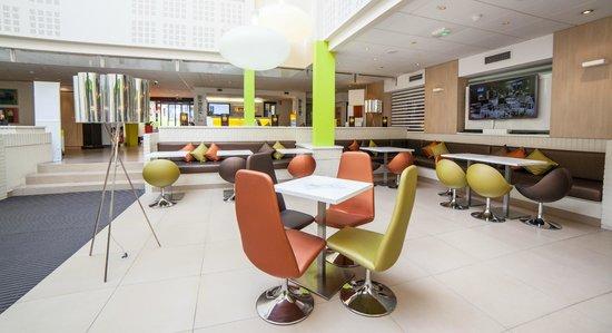 Le Patio: open and wifi bar