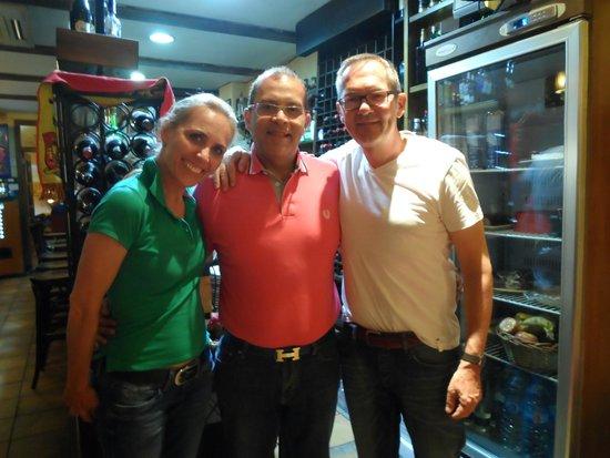 El Pederniz: Fouad mit Gästen