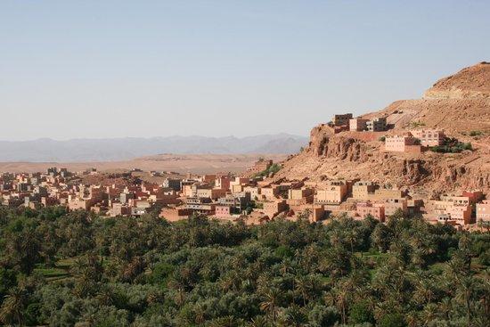 Erg Chebbi Tours : Uitzicht vanuit onze eerste kashba