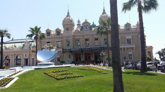 Cafe de Paris Monte-Carlo : Monte Carlo Casino, next to Cafe De Paris