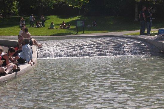 Diana Princess of Wales Memorial Fountain : Rippling water at the Diana Fountain