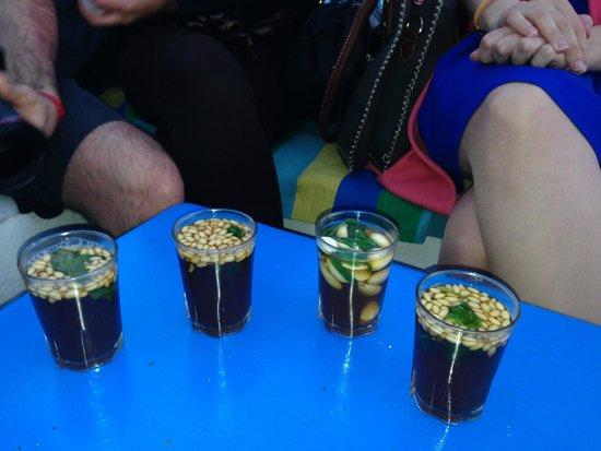 Cafe des Delices: thés aux pignons