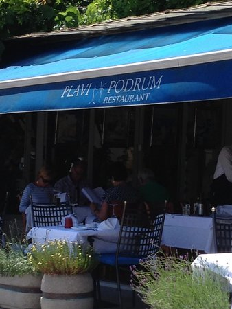 Plavi podrum : Outdoor seating