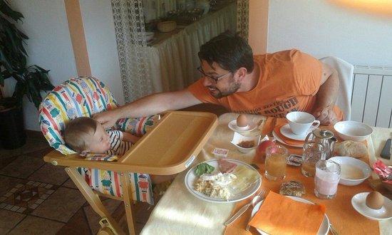 Garni Sunnwies: Colazione Loris e papà