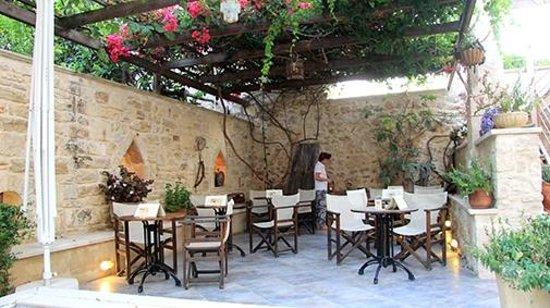 Casa Vitae Hotel: Breakfast and relax area at Casa Vitae, Rethymnon