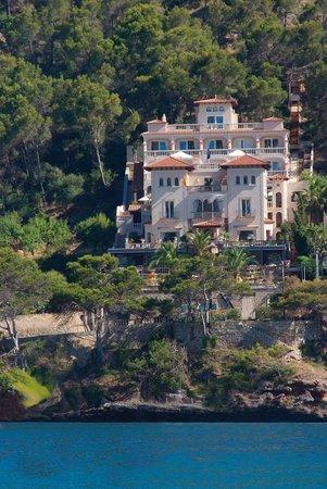 Villa Italia: Fachada desde el mar