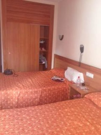 Santa Susanna Resort: Bedroom from another angle and wardrobe