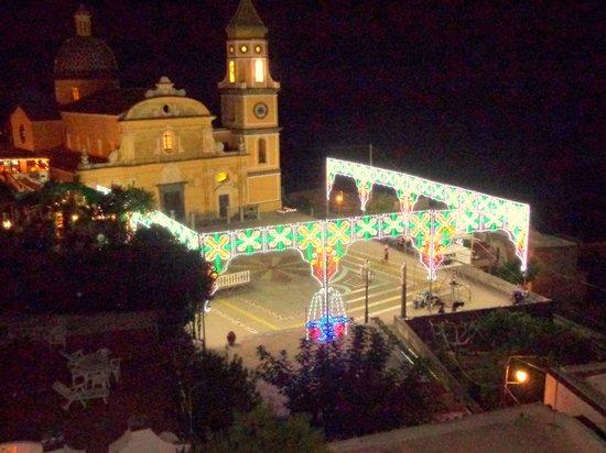 Parrocchia Di San Gennaro: iglesia iluminada