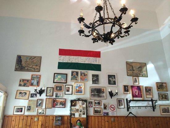 Kadar etkezde: Inside the restaurant