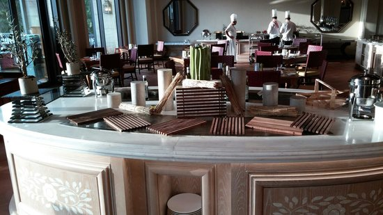 Ajman Saray, A Luxury Collection Resort: Vista all day dining, tapas setup