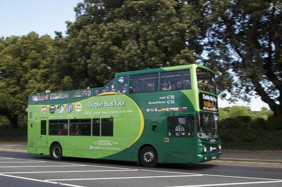 DoDublin: The tour leaving Dublin's Phoenix Park - where Dublin Zoo and Áras an Uachtarain are located.