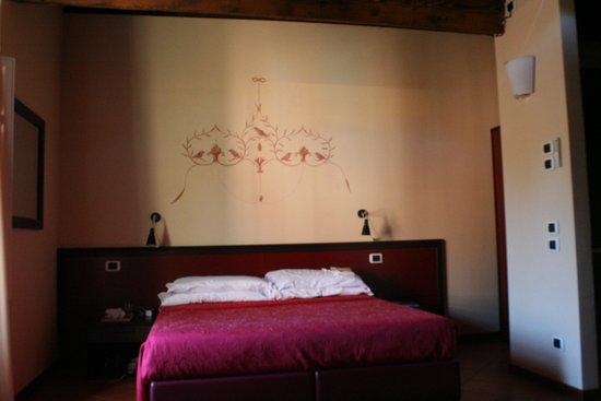 Il Seminario Bed & Breakfast : Guinige bedroom, just the bed corner. It is big