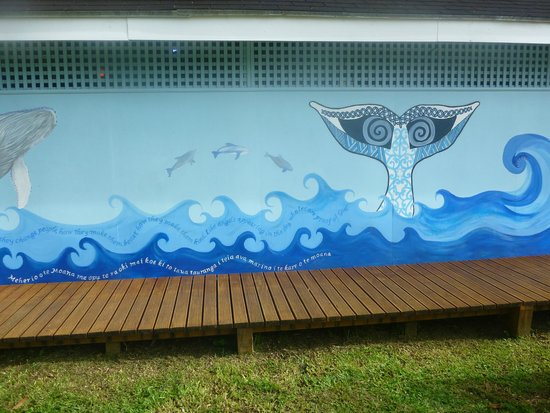 Cook Islands Whale and Wildlife Centre: Read the mural on the front