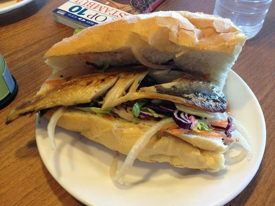 Balik ekmek, bocadilo de caballa - Picture of Cansin Restaurant ...