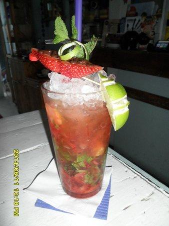 Agua Tiki Bar: Mojito with strawberry mmmmmm