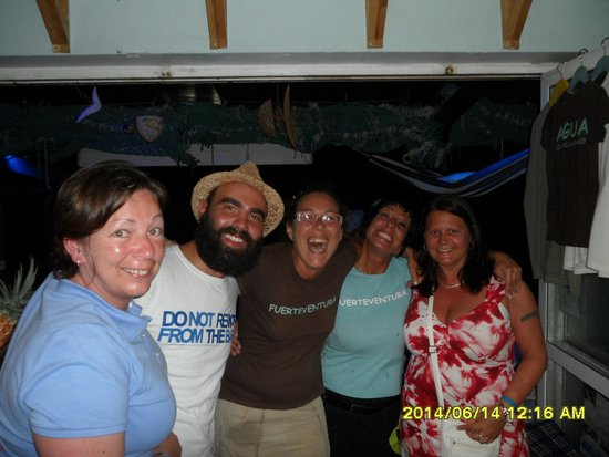 Agua Tiki Bar: The team with me and my other half on our last night