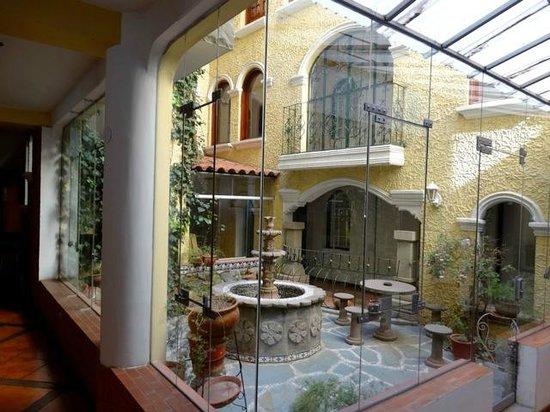 Hotel Hacienda Puno : cour interieure