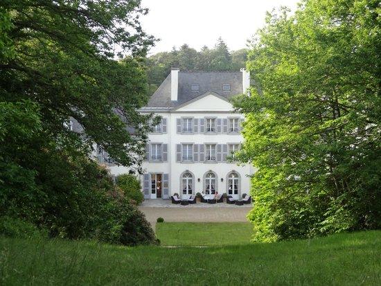 Domaine De Kerbastic : Château vue du parc