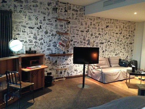 """25hours Hotel HafenCity: Номер выполнен в """"каютной"""" тематике"""