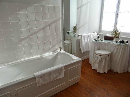 Domaine De Kerbastic : Salle de bain